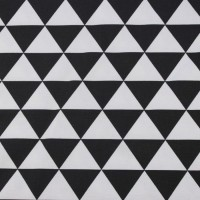 Black Triangle  In White Canvaskatoen