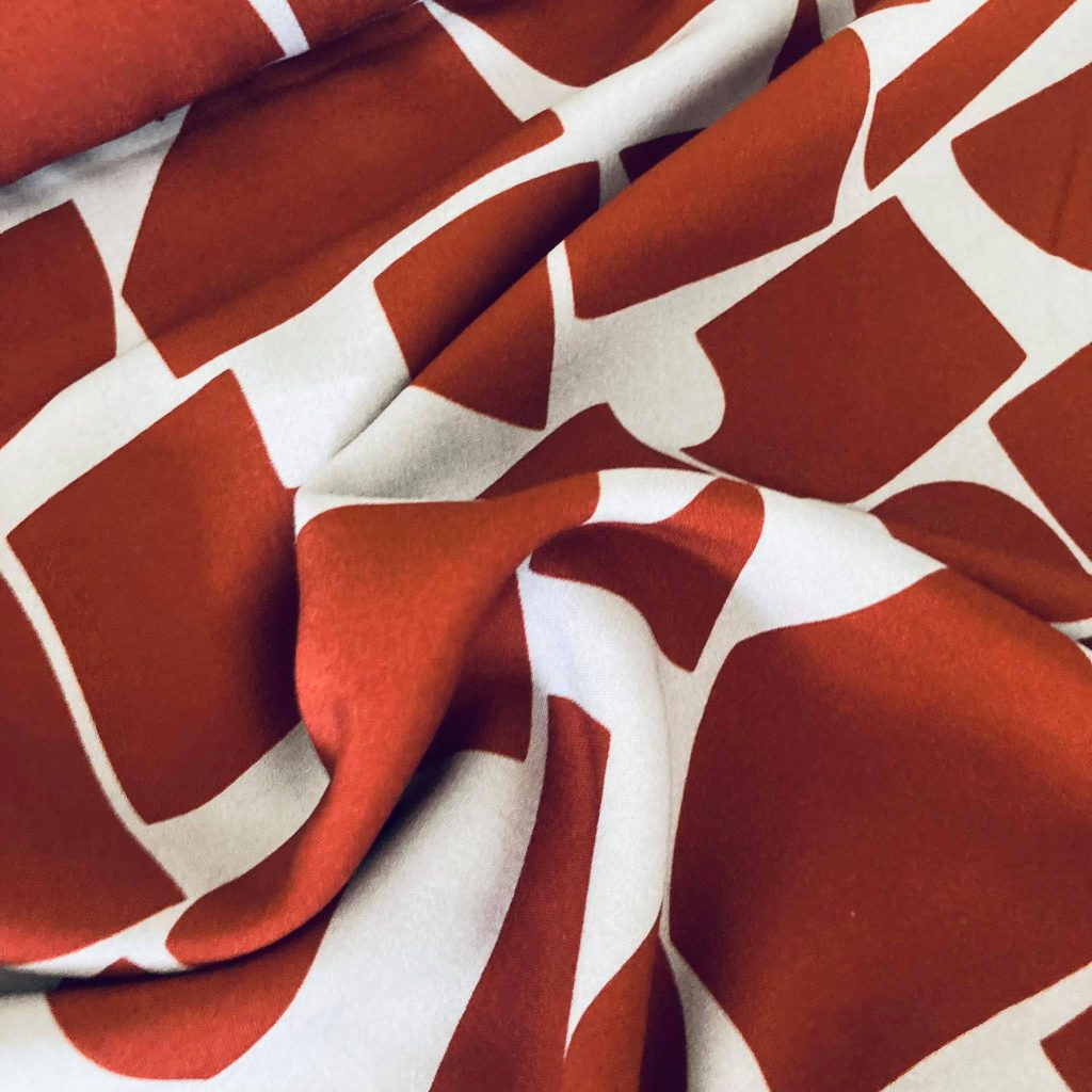 Red Cubes In Dusty Lila Viscose